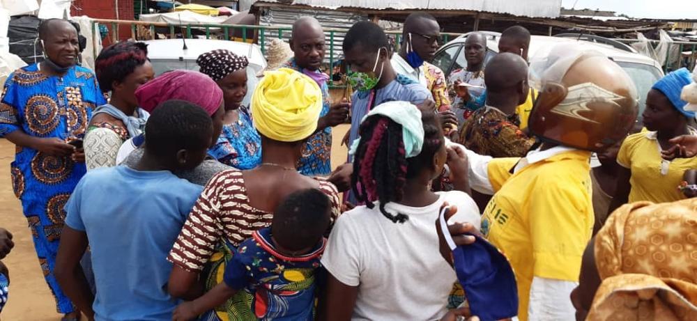 Des masques distribués au Bénin grâce à vous